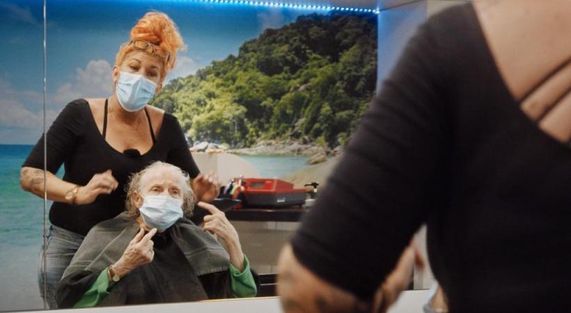 Le court métrage «Zum Coiffeur» a été réalisé par Bettina Oberli. SSR