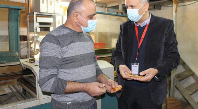 (à droite), qui pilote l'initiative pour Caritas.