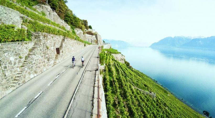 Le plaisir de rouler avec le lac Léman souvent à proximité.