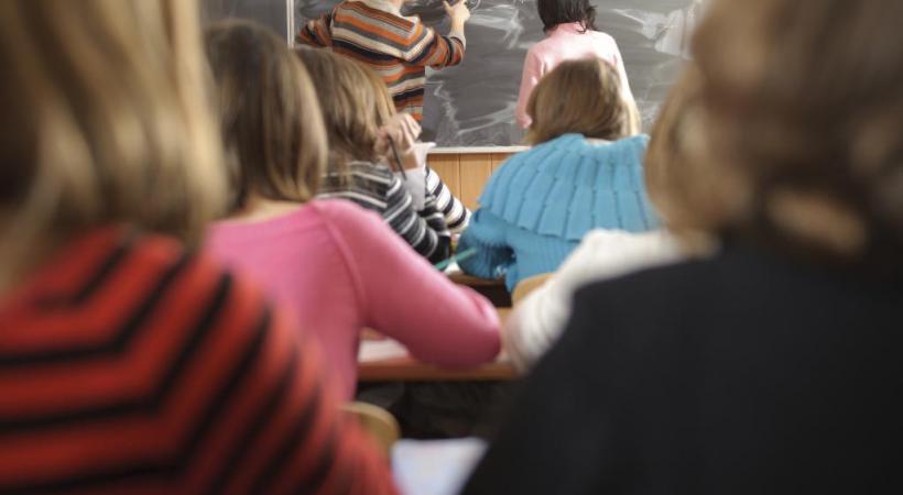Beaucoup d'élèves par classe, statut moins valorisé, etc. Le plus beau métier du monde est de plus en plus dur. ISTOCK/PETROGRADE99