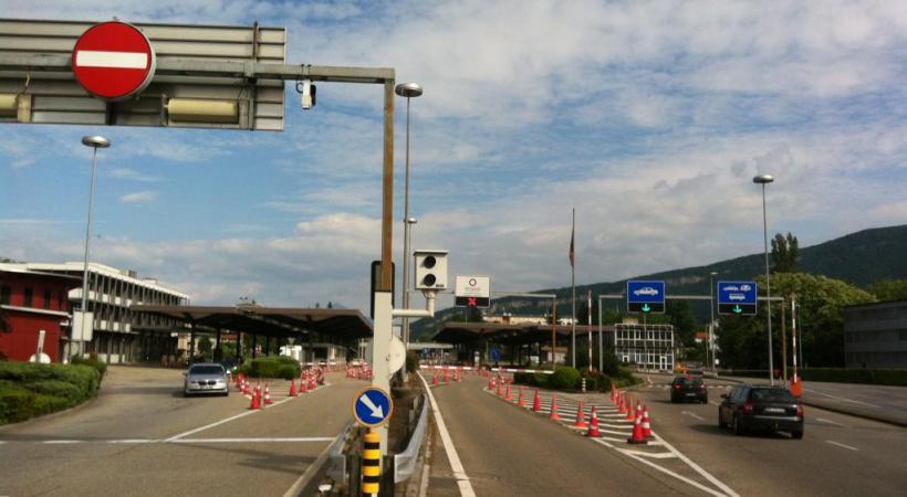 Les véhicules arrivaient trop vite à l'entrée de la plateforme de la douane. FG