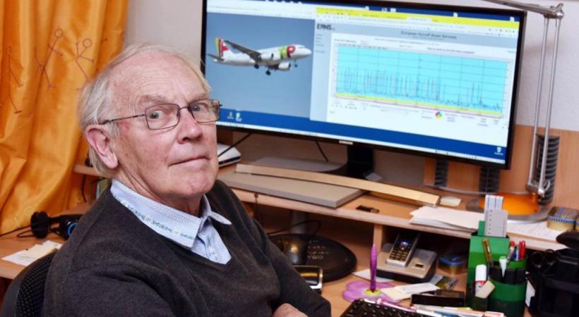 Mike Gérard, président de l'association des riverains de l'aéroport, calcule avec minutie le trafic aérien de Cointrin. PASCAL BITZ