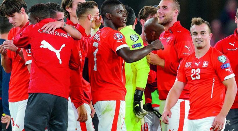 Shaqiri et Embolo célébrant la qualification de la Suisse à l'Euro 2016. Y aura-t-il autant de joie sur les visages de nos joueurs d'ici la fin de la compétition? DR