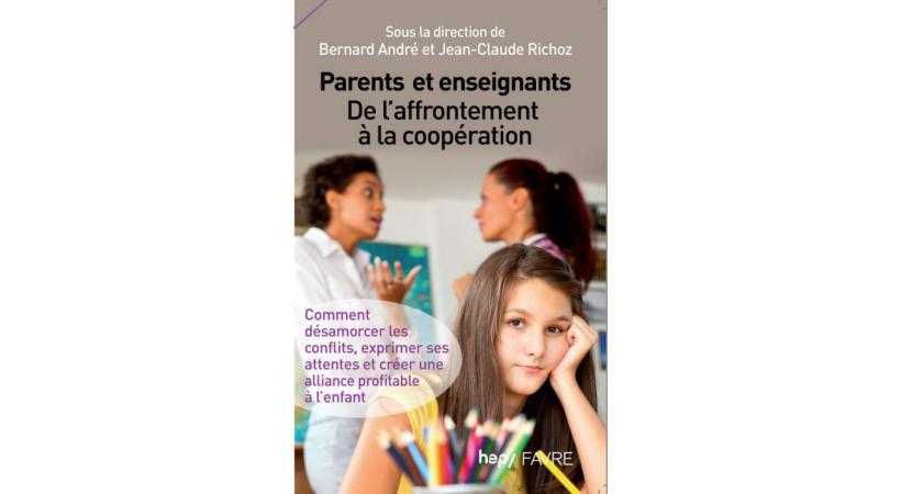 La relation parents-enseignants est au cœur de cet ouvrage. DR