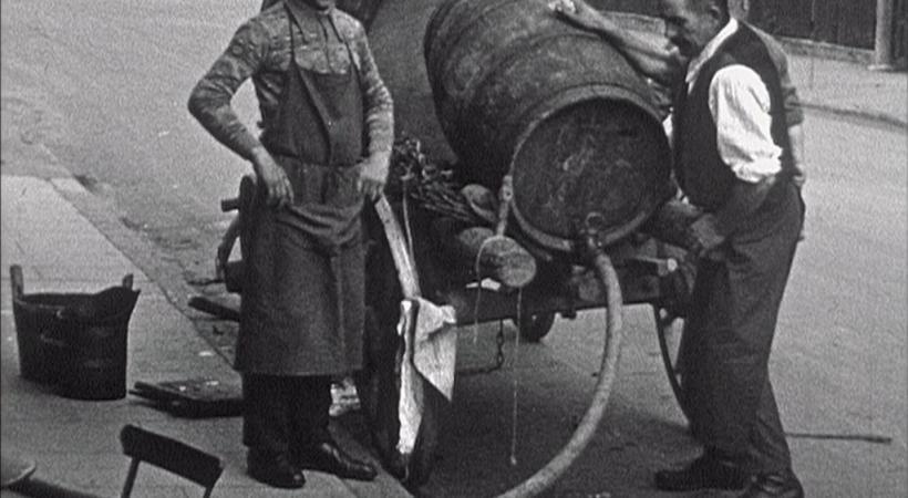 En l'espace de quelques décennies, la viticulture genevoise est passée d'un artisanat «intuitif» à une véritable science du vin.  MARC BRACHARD