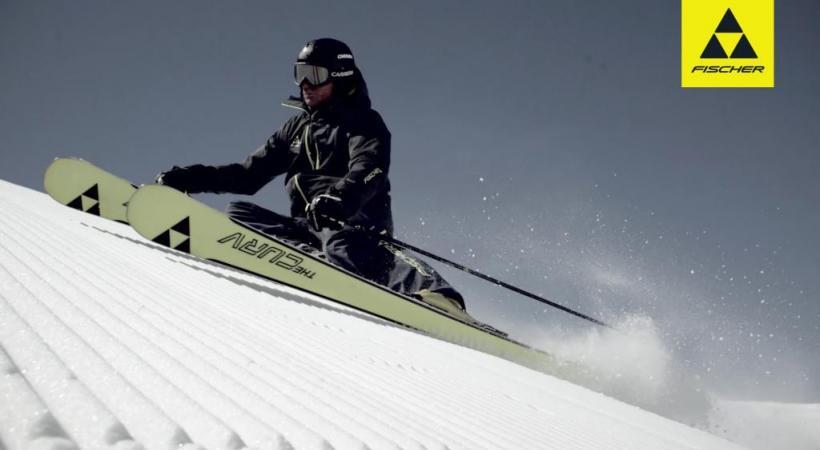 Le ski Indigo est très stylé et aime toutes les neiges. DR Elan présente son édition spéciale Delight Swarovski... avec de vrais cristaux! DR Gros plan sur les cristaux Swarovski. La classe, non! DR Fischer, The Curv, le ski dynamique! DR
