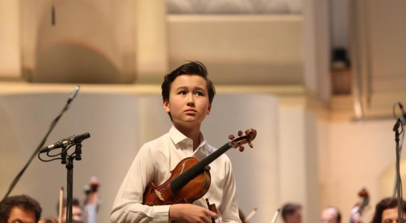 Daniel Lozakovitj, 15 ans et un talent fou. ALEXANDER SHAPUNOV Daniel Lozakovitj. A. WANG3
