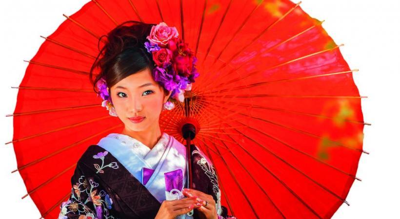 Japonaise vêtue du costume traditionnel.