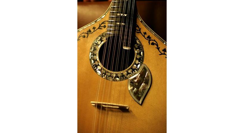 Guitare portugaise pour le fado.