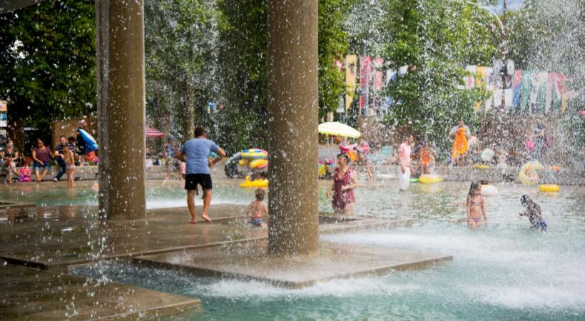 La fontaine des tours sera moins rafra chissante ghi for Carouge piscine