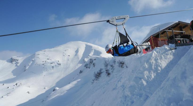 Le Fantasticable permet de survoler le hameau de Plaine-Dranse à presque  100 km/h et jusqu'à 240 m. de haut. THIEBAUT