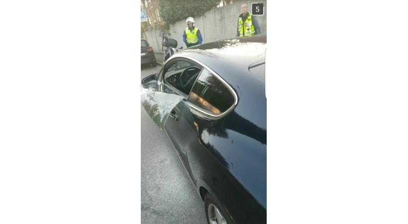 La Bentley, immatriculée en Valais, a subi d'importants dégâts.  En médaillon, Grégoire Rey et Alti. DR