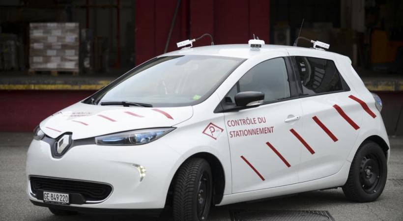 La «Scan Car» est munie d'un système automatique qui prend en roulant des photos  des plaques d'immatriculation des véhicules stationnés. FONDATION DES PARKINGS