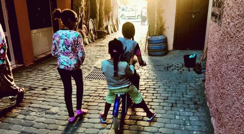 Dans la médina, une ruelle dans le quartier des riads.