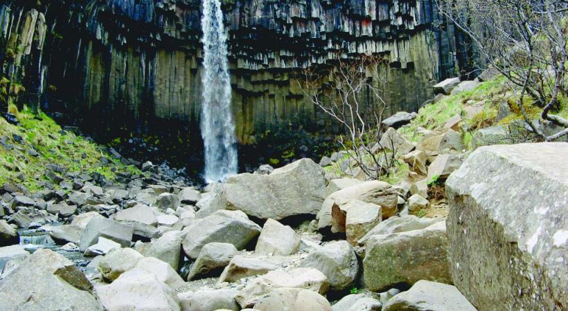 La très photogénique marmite du diable de Berufjoerdur. Gullfoss est une des chutes les plus célèbres d'Islande.  La géologie confère au paysage  ses étonnantes couleurs. La péninsule de Snæfell est l'un  des incontournables sites islandais.