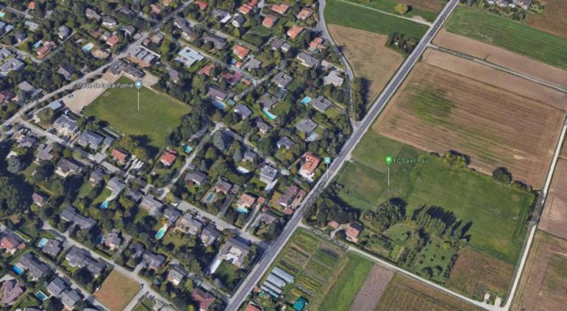 Le terrain B, en zone agricole, se situe à droite de la route de la Capite. DR