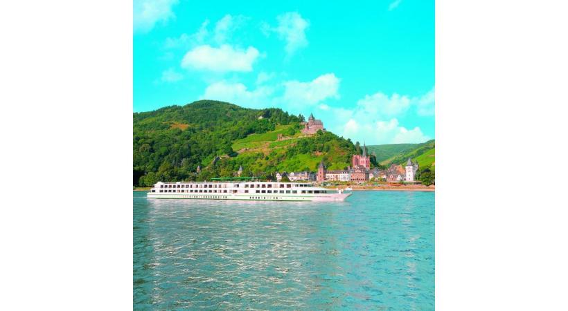 Le «MS Gérard Schmitter», du nom du fondateur de la compagnie CroisiEurope, sillonne paisiblement la vallée du Rhin et celle de la Moselle. Le château de Reichsburg domine Cochem, la ville médiévale au de la Moselle.