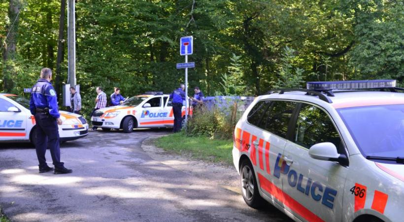 La police sur les lieux (les bois de Genthod) où Adeline a été sauvagement assassinée  le 12 septembre 2013. CHRISTIAN BONZON