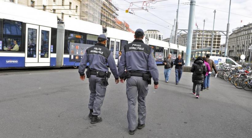 Le texte demande que l'effectif des agents de la police municipale passe progressivement de 200 à 400 d'ici à 2025. DRK