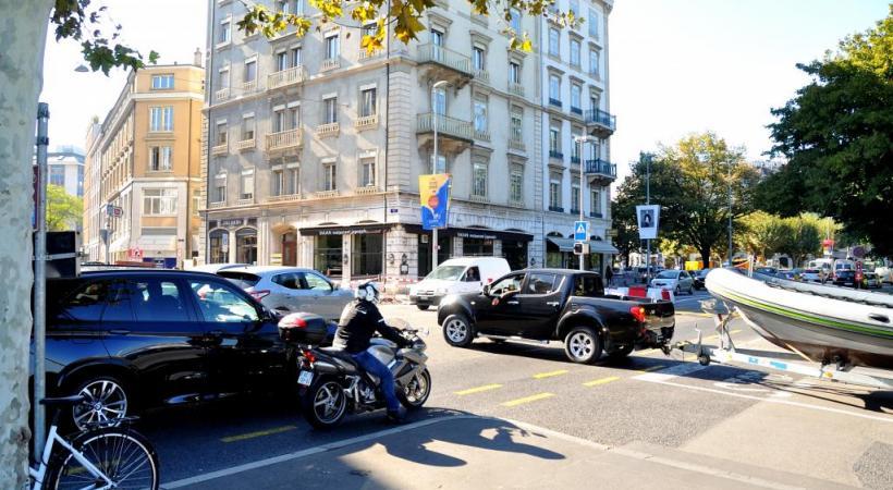 En moins de trois ans, trente-deux accidents se sont produits au carrefour du quai Gustave-Ador/rue de la Scie. STéPHANE CHOLLET