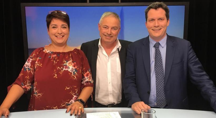 Ana Roch et Martin Staub, les deux candidats à la mairie verniolane étaient sur le plateau  du Grand Genève à Chaud sur Léman Bleu, dimanche 30 septembre. DR
