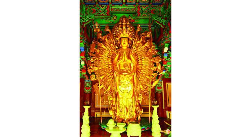 La statue Gwaneum, au temple bouddhiste de Girimsa. 123RF/MICHAEL HARRISON