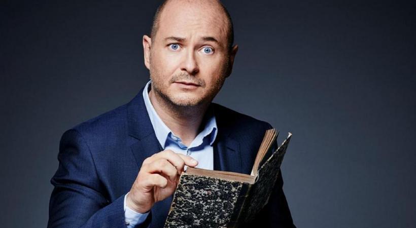 Célébrité de la radio et de la télévision, l'animateur français mêle finesse et humour dans son deuxième one-man-show. DR