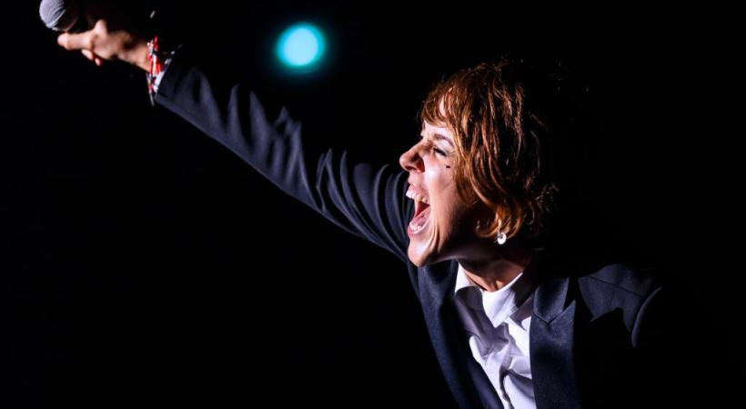 Sur scène, la chanteuse déborde d'énergie. DR