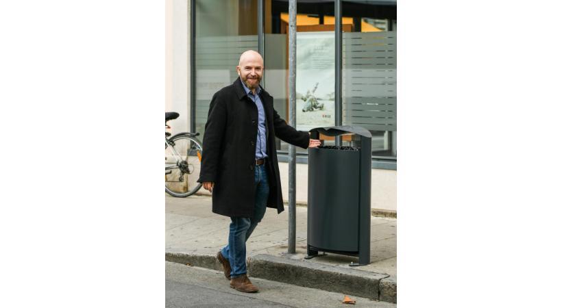 Le maire de la cité sarte, Nicolas Walder,