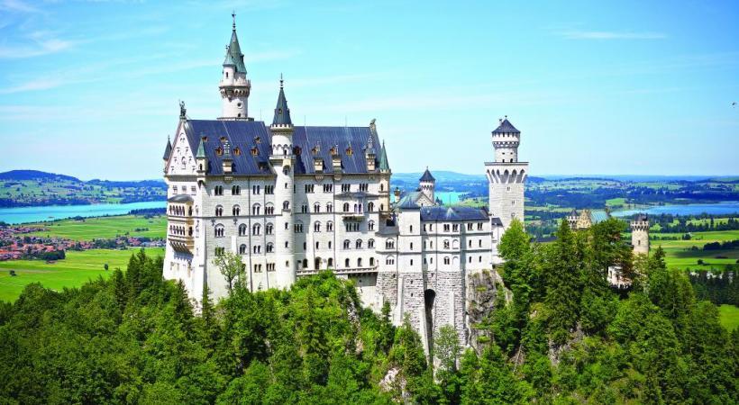 Le château Neuschwanstein compte 200 pièces, 664 fenêtres et des centaines d'œuvres d'art. PIXABAY