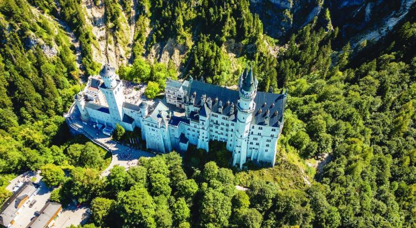 Les drones permettent d'obtenir des vues spectaculaires du château. PIXABAY