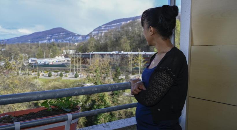 De son balcon, la maman de Semhar peut voir la tombe de sa fille. CHRISTINA BONZON/DR