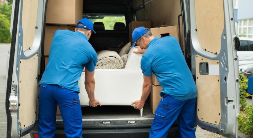 Outre les frais de déménagement, il faut encore payer pour la surface occupée dans la rue par le camion. 123RF/ANDRIY POPOV