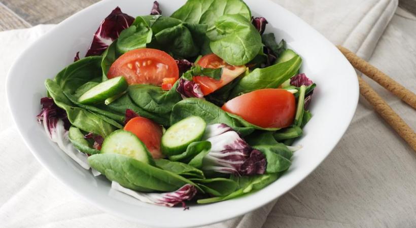 Une salade fraîcheur, vite prête. PIXABAY