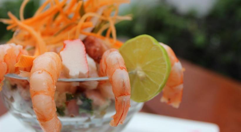 Une salade aux crevettes, ça en jette et c'est célicieux. PIXABAY