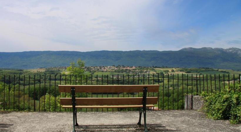 Le village de Challex, en France voisine, vu depuis Avully.  SUISSEMOBILE
