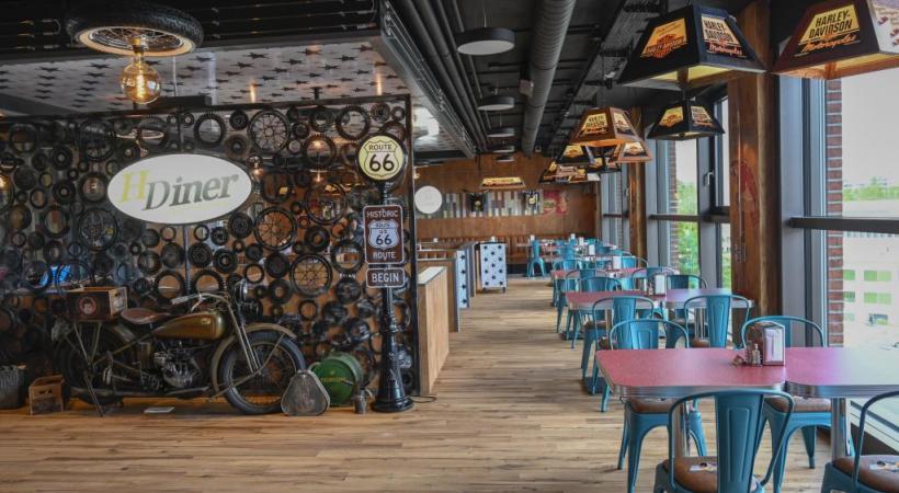 Le restaurant et le bar au décor très américain au 4e étage d'un immeuble de la route des Jeunes. CHRISTIAN BONZON