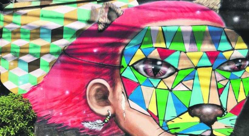 Dans la ville du nord de la Thaïlande, l'art est partout, et notamment sur les façades de certaines rues.