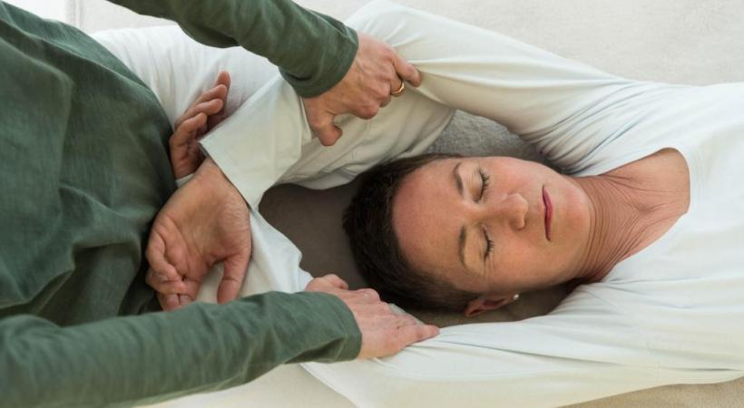 Au moyen de pressions et d'étirements, l'énergie vitale est stimulée et rééquilibrée. DR