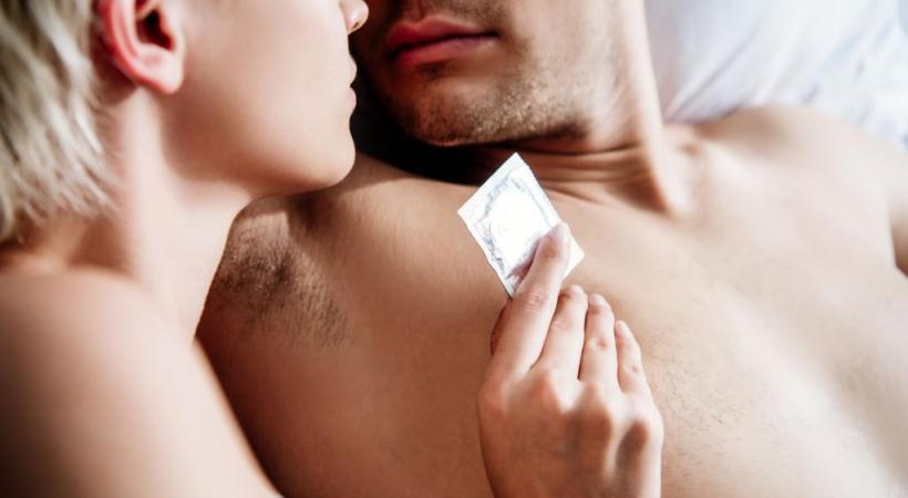 Le préservatif permet de limiter les risques d'infection. 123RF/LIGHTFIELDSTUDIOS